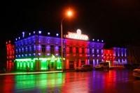 Наружное освещение: архитектурное освещение зданий, фасадов дома в Калтане